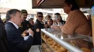 El Presidente Juan Manuel Santos estuvo en el municipio de Soacha, en cuya plaza central disfrutó de las famosas almojábanas de ese municipio cundinamarqués, luego de la presentación en el […]