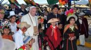 El presidente de Bolivia,Evo Morales llama a Bergoglio «hermano Papa»y le da una calurosa bienvenida junto con niños que representan las diversas regiones de ese país.«Bienvenido, hermano Papa, a una […]