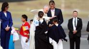 El Papa Francisco saluda a su llegada a niños campesinos del EcuadorUn efusivo saludo entre el Papa Francisco y el presidente Correa en Quito.Las autoridades eclesiásticas de Ecuador saludan al […]