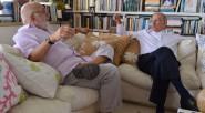 El periodista Juan Gossaín, a la izquierda, y el jefe negociador del gobierno colombiano, Humberto de la Calle, en el apartamento de este en Cartagena de Indias, durante la entrevista […]