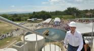 El Presidente Juan Manuel Santos sube al tanque de la planta de tratamiento de aguas residuales inaugurada en Armenia, que contribuirá a proteger el medio ambiente. «Esta planta es un […]