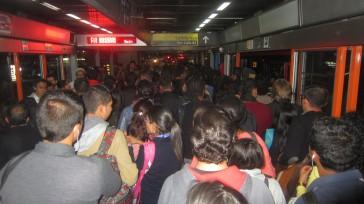 Las estaciones no dan abasto para la movilización de los usuarios del Transmilenio. Foto Primicia- Junior.  El deterioro de las vías, especialmente enla troncal de la Avenida Caracas que […]