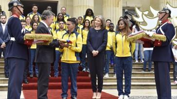 A través del gimnasta Jossimar Calvo, el Presidente Santos entregó el Pabellón Nacional a la delegación de deportistas de Colombia que competirán en los Juegos Olímpicos de Río de Janeiro. […]