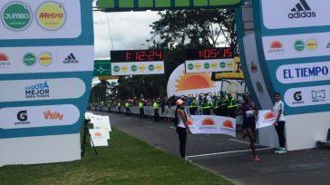 Tadese Tola fue el ganador de la Media Maratón de Bogotá. El etíope fue el mejor en los 21 kilómetros con un tiempo 1:05:16 superando al keniata Dennis Kimetto, quien […]