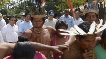 Con danzas indígenas, habitantes de Mitú recibieron al Presidente Santos momentos antes de lanzar el Programa Bosques de Paz, con cuya siembra se rendirá homenaje a más de 8 millones […]