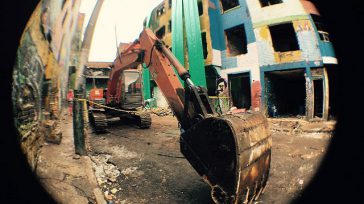 Esta maquinaretroexcavadora fue el instrumento que utilizaron las autoridades para acabar con las edificaciones que estaban al servicio de narcoparamilitaresy recuperar lo que denomino el alcalde Peñalosa: «La República Independiente […]