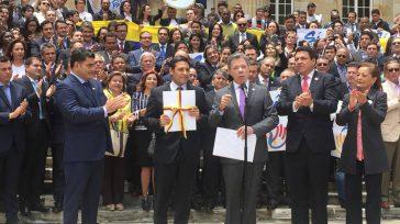 En un acto cargado de simbolismo y emoción, los ciudadanos, legisladores y parte del Gabinete que acompañó a Santos, confiaron que esta nueva etapa le permita al país de 48 […]