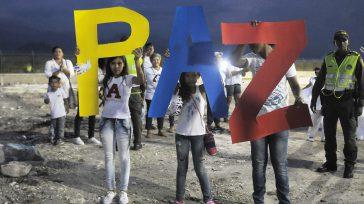 Paz con los colores del tricolor nacional exhibieron niños cienagueros,para promover un sí a la paz.