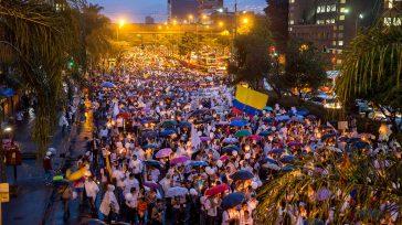 Multitudinarias marchas a favor de los acuerdos de paz se llevaron a cabo en Medellín. Los manifestantes salieron de la Plaza de la Luz y terminaron en la avenida La […]
