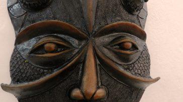 Autor Alberto Pérez Abab. Titulo Máscaras en negro. Técnica Patina.        Alberto Pérez Abab,Galería Midas, Asociación Cubana de Artesanos Artistas (ACAA),Alberto Jesús Chio Rojas,Resaltan […]