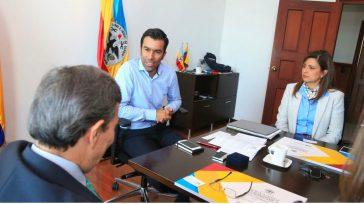El gobernador de Cundinamarca, Jorge Emilio Rey Ángel, presidió la maratón «Vivienda para todos»que, mediante mecanismos de ahorro+subsidio+crédito permitirá más de 8.000 unidades de vivienda en 28 municipios para las […]