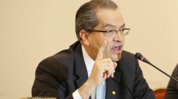 El abogado, Fernando Carrillo Flórez, asumirá a partir de hoy la Procuraduría General de la Nación y su primera tarea será despolitizarla, luego de la funesta administración de Alejandro Ordóñez. […]