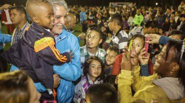 La comunidad de las diferentes localidades, destacaron la labor del alcalde Enrique Peñalosa, en rescatar los parques que se encuentran en manos de la delincuencia y que se utilizan como […]