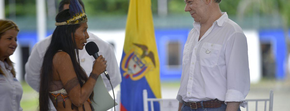 La comunidad indígena Ticuna del Amazonas, aprovechó la presencia del Jefe del Estado, Juan Manuel Santos, para reclamar la acción del gobierno con un territorio totalmente abandonado. Foto:Efraín Herrera