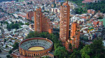 A pocos metros de la Plaza de Toros de Bogotá, a unas cuantas horas de una corrida de toros, fue activado un petardo explosivo que ocasionó más de una veintena […]