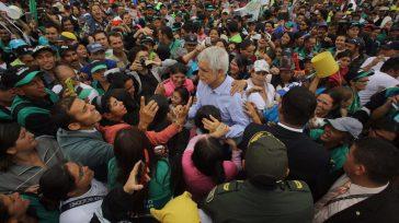 El alcalde de Bogotá, Enrique Peñalosa, nuevamente es ovacionado por la ciudadanía, como en su primer mandato, luego de poner en orden el Distrito y empezar a ejecutar obras.  […]
