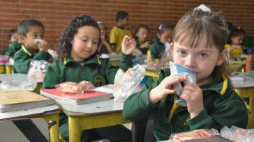 La Secretaría de Educación de Bogotá, a través de su alianza con Colombia Compra Eficiente, adjudicó dos licitaciones para garantizar los más de 690.000 refrigerios escolares en los colegios de […]