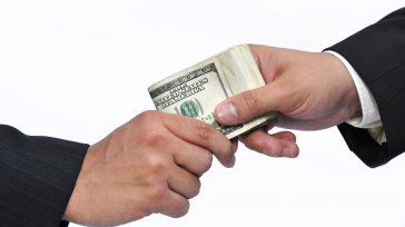Los corruptos en Colombia, antes exigían coimas en pesos colombianos, ahora exigen dolares.   Las confesiones de la empresa brasilera Odebrecht,una de las empresas más grandes de infraestructura en […]