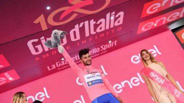 Fernando Gaviria hizo honor a su apodo de `el misíl de Antioquía´ con una contundente victoria. De22 años, nuevo líder de la carrera, no es el `escarabajo´ estereotipo del ciclismo […]