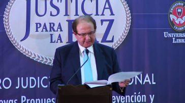 Silencio absoluto guardael ex magistrado Leonidas Bustos, a quien le recaen graves acusaciones de corrupción en la justicia. Los teléfonos de su oficina no contestan.     La […]