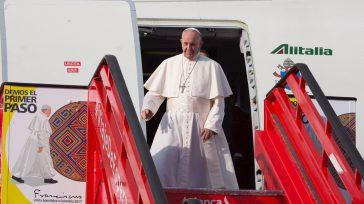 El Papa Francisco llega a Colombia para iniciar una histórica Visita Apostólica.      Rafael Camargo  El sumo pontífice aterrizó en Bogotáy fue recibido en la […]