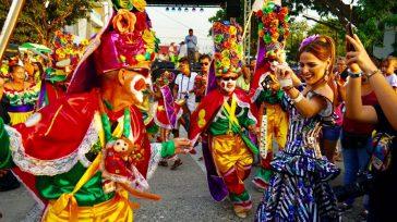 La representación del Carnaval de Barranquilla, encabezadapor la Reina del Carnaval, Valeria Abuchaibe Rosales y el Rey Momo, Ricardo Sierra Vásquez., estarán en Cali para vincularse a la feria.  […]