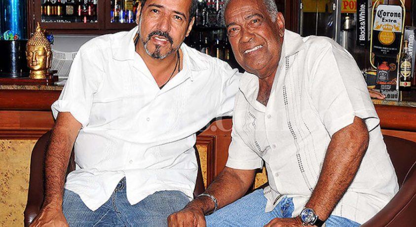 El fotógrafo y bailarín Aymer Álvarez, en alguna ocasión con el cantante Cheo Feliciano.     Este 25 de diciembre cuando inicie el desfile del Salsódromo, un reconocido […]