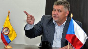 El embajador de la República Checa, Milos Sklenka, organizador del evento, en su intervención recordó que«La cooperación militar entre su país y Colombia, tiene una larga y rica tradición». Foto […]