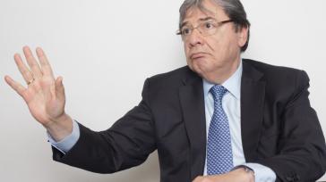 Carlos Holmes Trujillo Columnista Invitado    La decisión del Congreso de Estados Unidos, consistente en bajar los impuestos a las corporaciones del 35 al 21 por ciento, está […]