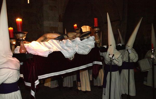 La Semana Santa zamorana está declarada de Interés Turístico Internacionaldesde el año 1986. Destaca por su sobriedad y disciplina, además de por el valor artístico y la antigüedad de varias […]