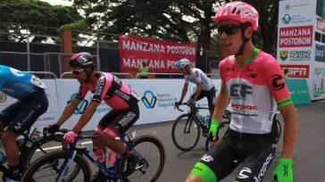 Rigoberto Urán, ganador de la 5ta etapa de la Colombia Oro y Paz.© Ernesto Guzmán Jr     La salida de Pereira y la llegada a Salento marcaron […]