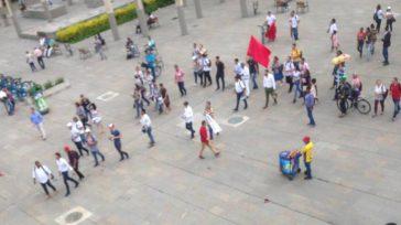El exviceministro Daniel Quinteroy la cúpula petrista desplazada a Medellín para la organización de un golpe de opinión a pocas horas de las elecciones tuvo que cancelar el acto ante […]