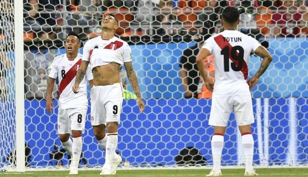 El equipo de Ricardo Gareca cayó por 1-0 después de malograr una oportunidad crucial a los 42 minutos de ponerse en ventaja. Paolo Guerrero ingresó a los 60 minutos.  […]