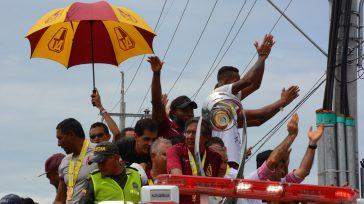 Los jugadores y el cuerpo técnico mostrando orgullosos en trofeo de campeón del Fútbol colombiano.     Textos y fotos Francisco Zuleta Corresponsal Ibagué   Milagro fue, […]