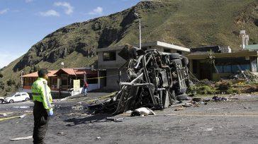 El accidente en el que se vieron involucrados un autobús y un todoterreno en una carretera a unos 30 kilómetros al este de Quito dejó 24 víctimas mortales y 22 […]
