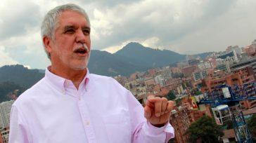 La Fiscalía general de la nación archivóel proceso que se llevaba en contra del alcalde Mayor de Bogotá Enrique Peñalosa,luego que fuerainvestigadodurante un año por los delitos de falsedad ideológica, […]