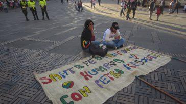 El acto de la asamblea fundacional de Colombia Humana, que se inició con tres horas de retraso se reflejaba en el rostro de algunos asistentes que determinaron bajar sus pancartas […]