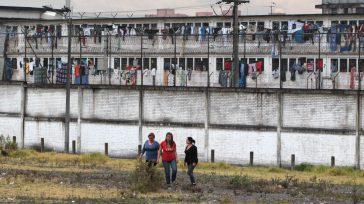 En el interior de la cárcel Modelo de Bogotá, miles de colombianos y extranjeros viven en drama del hacinamiento, extorsión, agresión y tienen que estar pagando por todo: dormir, no […]