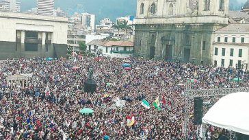 La Plaza de Bolívar fue insuficiente para albergar la marcha de protesta de los estudiantes, profesores y directivos universitarios.        Estudiantes ,profesores, padres de […]