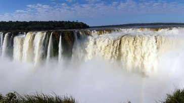 La Garganta del Diablo, la catarata más popular de Iguazú está «compartida»entre Argentina y Brasil. Por algún sitio hay que empezar y ya que se dice siempre que «Argentina tiene […]