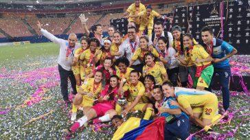 Mientras en la Dimayor debaten cómo buscar fondos con el canal premium para salvar el fútbol colombiano, hay uno que esta en estado terminal:el fútbol femenino, el cuál pide a […]