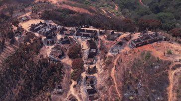 Pueblo indígena incinerado Seynimin ubicado en la zona oriental del resguardo arhuaco. Los esfuerzos por extinguir el fuego continúa. El Ejército Nacional se sumó a los equipos y aportó ayudas […]