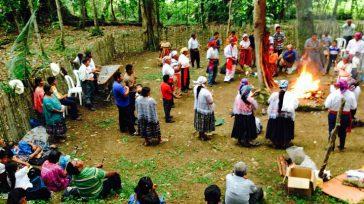 Ceremonia Maya       Lázaro David najarro Pujol Enviado Especial Petén, Guatemala.   El Consejo de Principales Mayas Q'eqchi' de Guatemala desarrollará una jornada conmemorativa […]