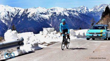 El ciclista colombianoMiguel Ángel 'Superrmán' Lópezfue el autor de un importante ataque a 66 kilómetros de meta, pero en pleno ascenso, a 11 kilómetros, sufrióun percance mecánicoy quedorezagadodel lote Primoz […]