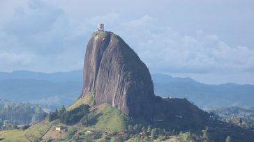 LaPiedra del PeñoloEl Peñón de Guatapé, «tanto monta, monta tanto, Isabel como Fernando», (2135 msnm,prominencia220 m), coronado por primera vez por el alpinista colombianoLuis Eduardo Villegas López('El dueño de la […]