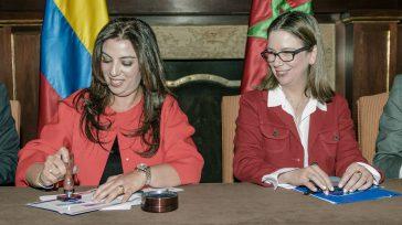 La embajadora de Marruecos en Colombia, Farida Loudaya y la Viceministrade Asuntos Multilaterales, Adriana Mejía, durante el lanzamiento de la estampilla conmemorativa a los 40 años de relaciones entre Marruecos […]