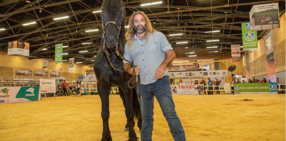 Martín Ochoteco,siempre ha estado relacionado con los caballos. A los 12 años de edad ya había iniciado la crianza de una manada de equinos, lo que forjó sutalento de domador […]