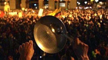 El cacerolazo que se inició contra Duque en Bogotà se extendrà a todo el paìs hasta que renuncie, indicaron algunos lideres ciudadanos.     Videos que comparten usuarios […]