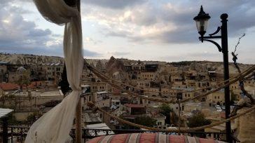Las casas de las ciudades y poblados deCappadocia, cavadas en las rocas, fueron el hogar de los habitantes de la región, y se parecen a escenografías de muchas películas de […]