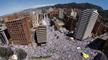 La protesta de los colombianos fue en la Patria y por fuera de ella.     En laszonas céntricas de Bogotá se nota una disminución en el transportey […]
